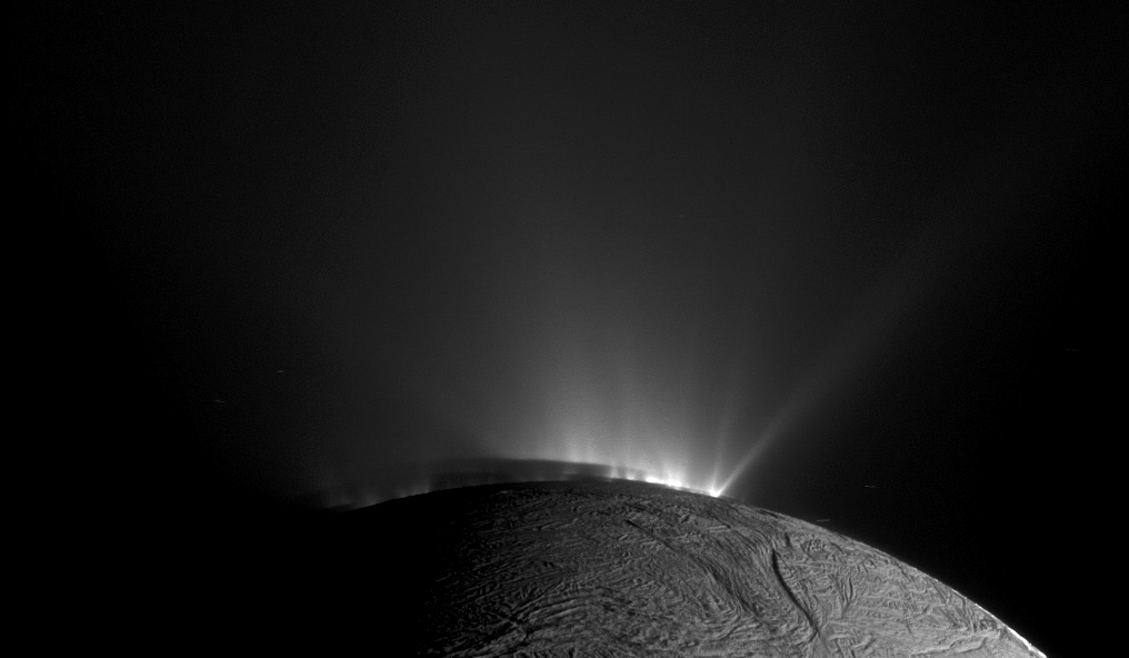 Complex organic molecules from the depths of Enceladus